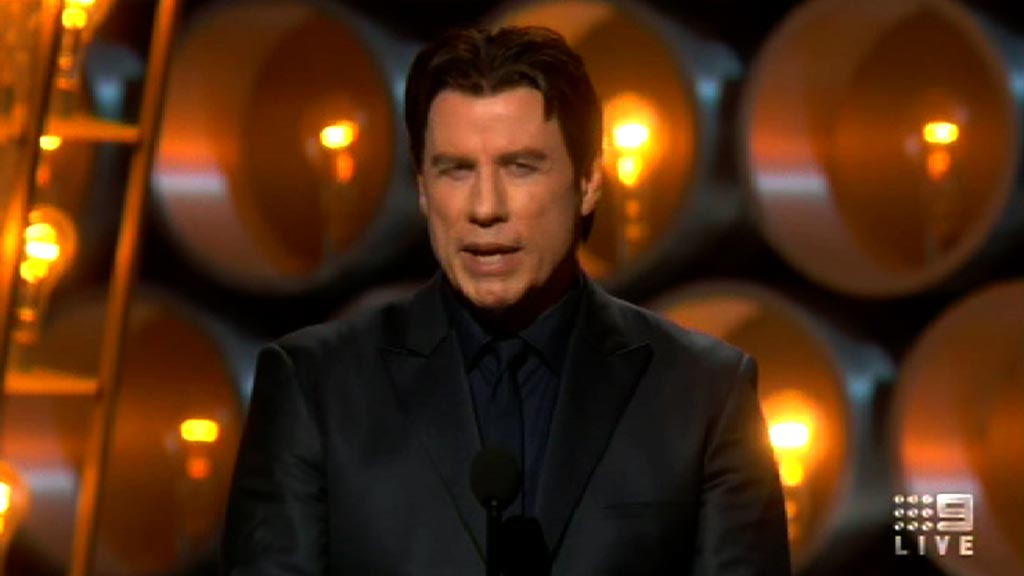 Travolta mispronounces Idina Menzel's name